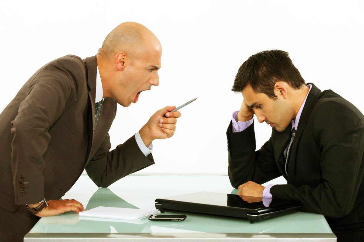 Если начальник орет и унижает: что делать, куда жаловаться?