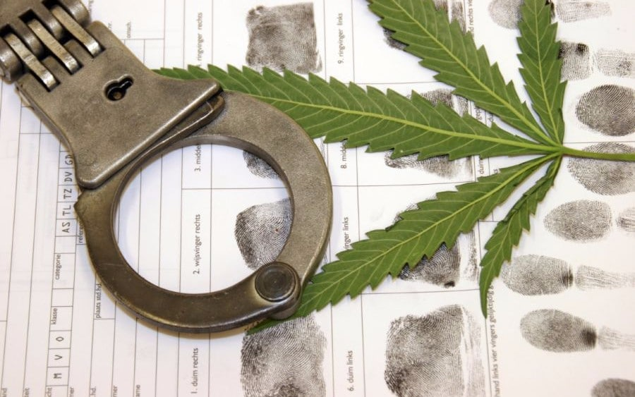 Статья УК РФ за употребление наркосодержащих веществ: ответственность и штраф