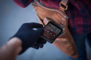 Изображение - Кража совершенная группой лиц по предварительному сговору наказание stolen-phone-1-300x200